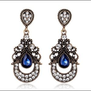 Vintage Gold Sapphire Dangle Fashion Earrings!